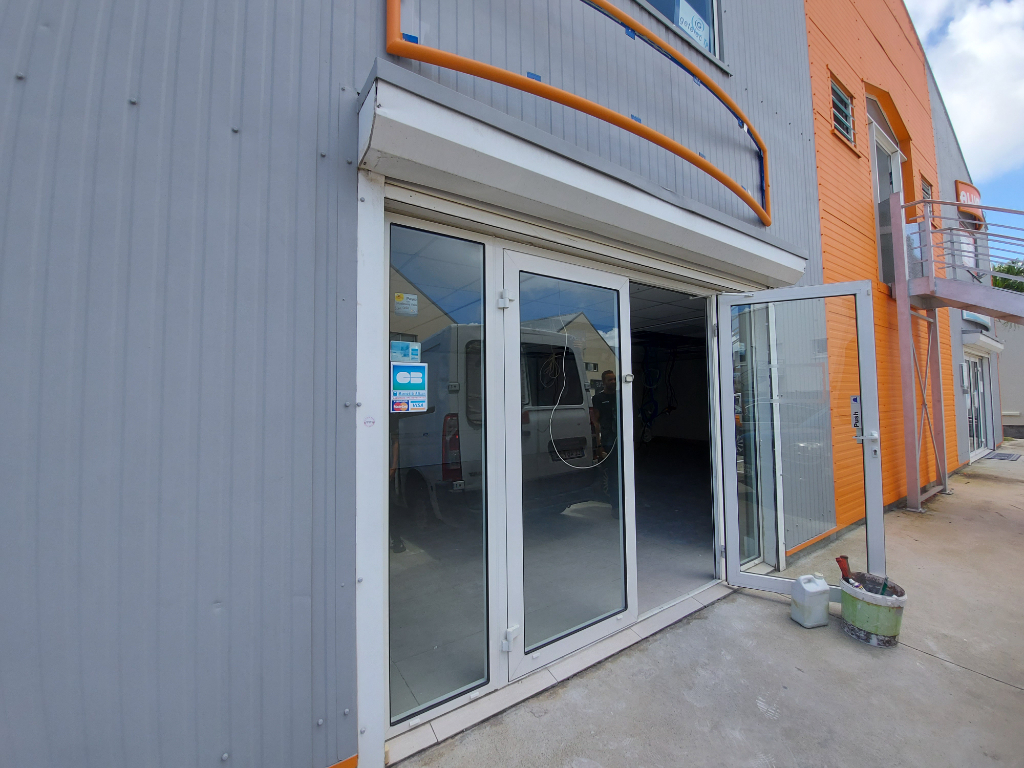 A LOUER HOPE ESTATE au rdc local commercial 70m²