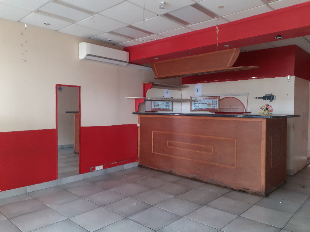A Bellevue - Local commercial environ 40m² en rdc à 980euros